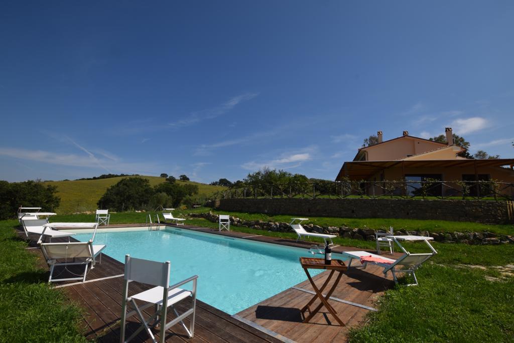 piscina a disposizione dei nostri ospiti... offerte per tutte le stagioni